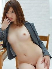 Japanese AV idol Tsukasa Mizuno in USA bikini shows tits and nice body