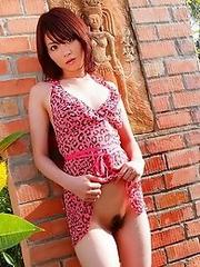 Sexy japan cutie Miku Ohashi bathes in pool