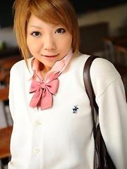 Rui Hazuki shows her butt in school