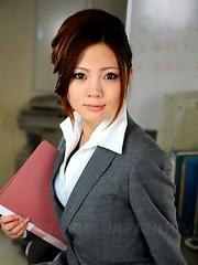 Iroha Kawashima teases in office