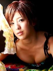 Erina Matsui racy babe shows juicy titties in colorful bra