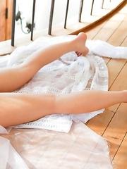 Runa Hamakawa naughty bride exposes her appetizing behind