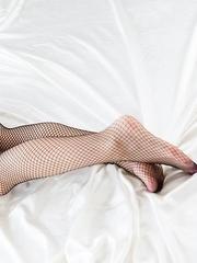Stunning blonde Natsume Hotsuki posing with her legs spread and masturbating